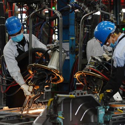 Bloomberg: Điều gì khiến cả Delta, khủng hoảng chip, giá container kỷ lục... vẫn không làm 'lung lay' vị thế trong chuỗi cung ứng của Việt Nam?