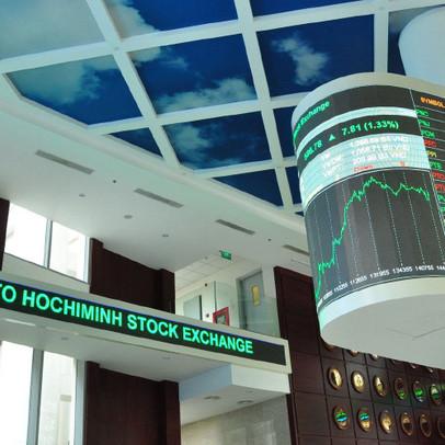 Cổ phiếu công nghệ, tiêu dùng ngược dòng thị trường bứt phá trong tháng 7
