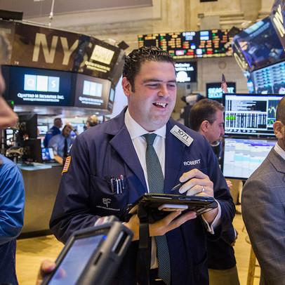 Cổ phiếu nhóm công nghệ kéo lại đà tăng của thị trường, nhưng Dow Jones vẫn tăng 5 phiên liên tiếp