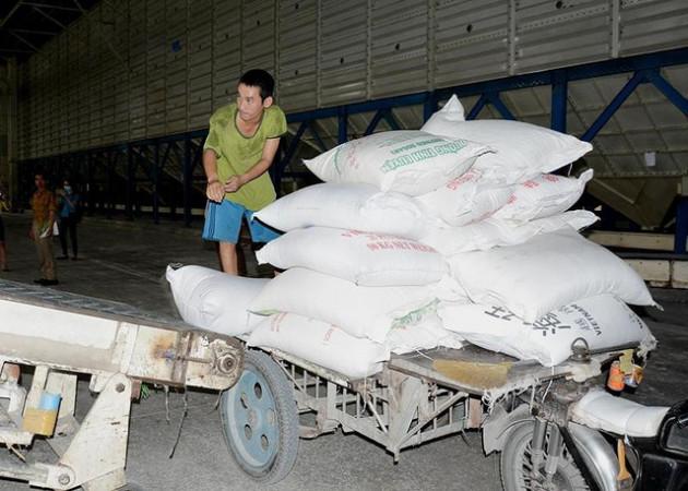 Gạo Việt Nam rớt giá vì Trung Quốc bất ngờ giảm mua