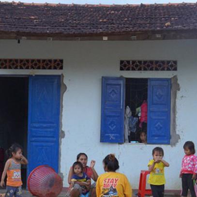 """Giảm nghèo bền vững: Khi """"cho không"""" là không đủ!"""