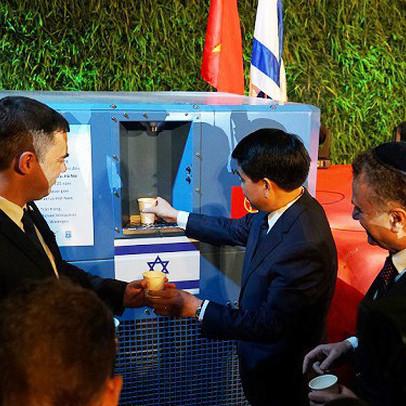 Khi người Hà Nội chật vật đi hứng nước, có một loại máy móc có thể tạo ra nước từ không khí