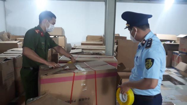 Phá kho chứa đồ chơi Trung Thu lớn nhất từ trước đến nay tại Nam Định - Ảnh 1.