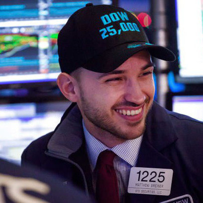 Thị trường lạc quan với những tín hiệu tích cực của chiến tranh thương mại, Dow Jones khởi sắc phiên thứ 8 liên tiếp, cổ phiếu nhóm ngân hàng bứt phá