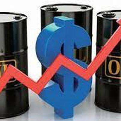 Thị trường ngày 03/6: Giá dầu cao nhất hơn 1 năm, vàng bật tăng trở lại