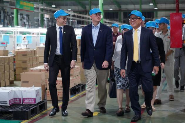 Thống đốc bang Nebraska mời Nhựa An Phát Xanh đầu tư vào Hoa Kỳ - Ảnh 1.