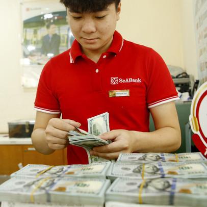 Tỷ giá trung tâm giảm phiên đầu tuần, các ngân hàng lớn cũng hạ giá USD