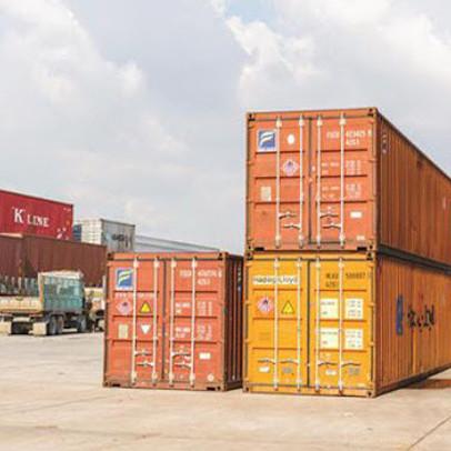 """Vỏ container rỗng hiếm như """"thiên thạch"""""""