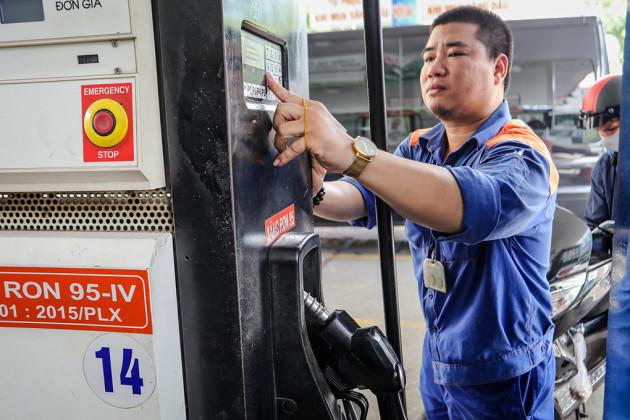 Hôm nay, giá xăng có thể giảm mạnh tới hơn 1000 đồng/lít