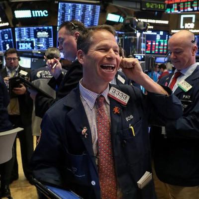 Chứng khoán Mỹ lập kỷ lục mới, chốt tuần tăng điểm mạnh