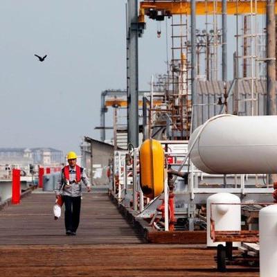 Giá dầu tăng do căng thẳng ở Vùng Vịnh