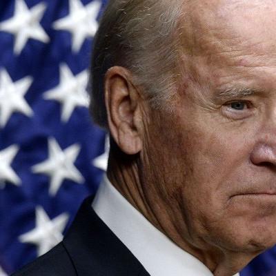 """""""Kỳ trăng mật"""" không êm ả của ông Biden"""