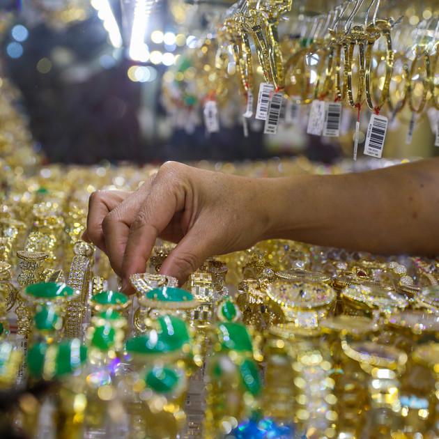 Người dân TP HCM mua vàng dịp Thần Tài năm nay. Ảnh: Như Quỳnh.