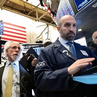 Chứng khoán Mỹ lao dốc, vàng tăng vọt