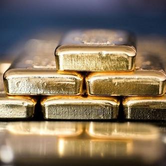 Những thỏi vàng được xếp trong một cửa hàng tại Hungary. Ảnh: Bloomberg.
