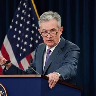 Mỹ có thể hoãn hạ lãi suất vì giá dầu