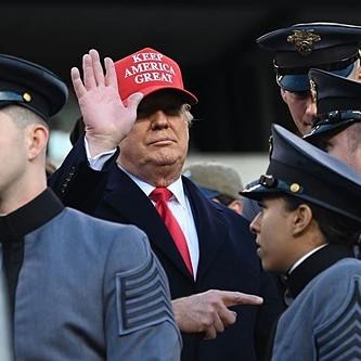 Tuần 'thắng lợi' thương mại đầy tranh cãi của Trump